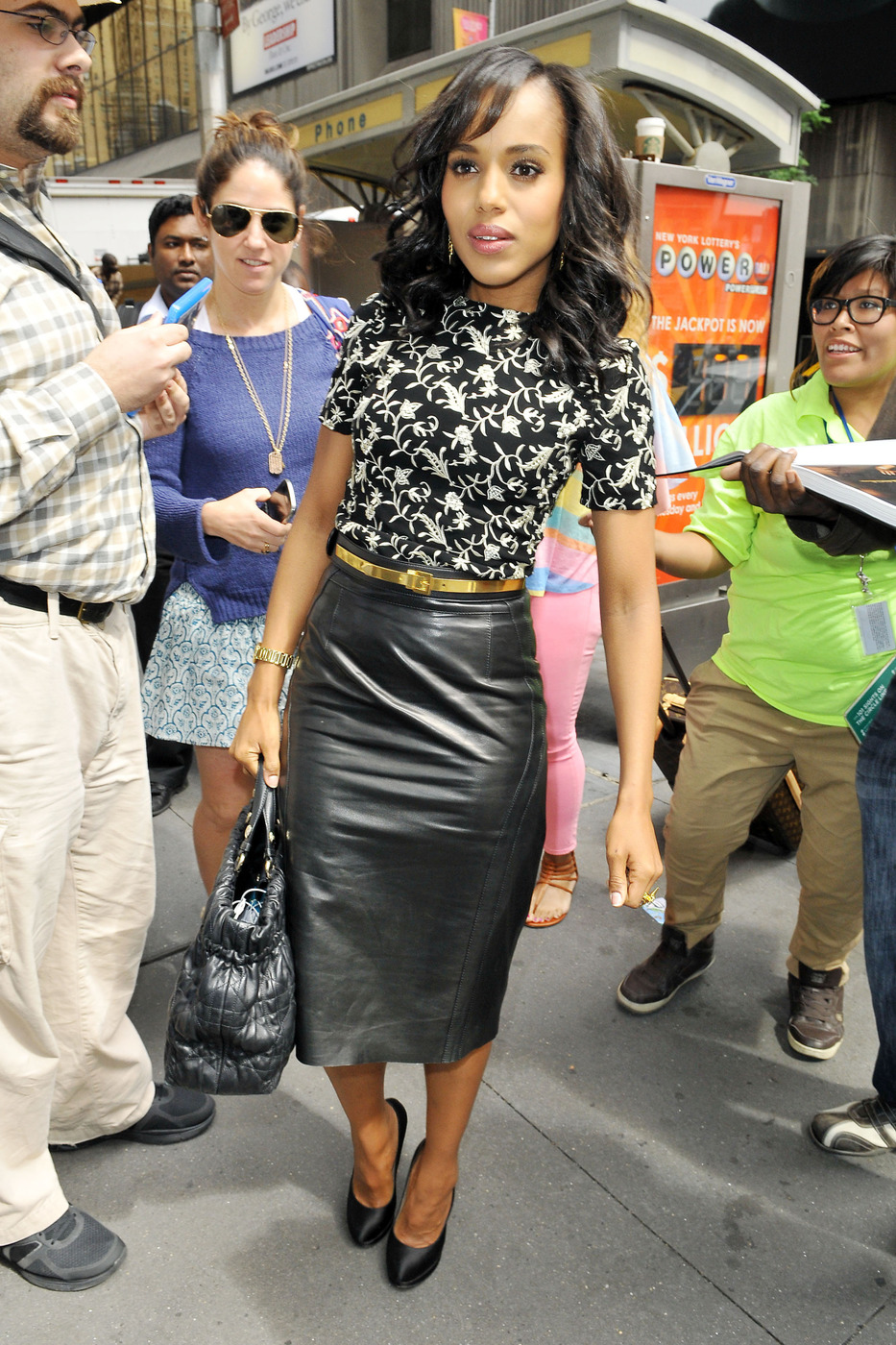 Kerry Washington signs autographs for lucky fans outside of the MTV studios in New York City